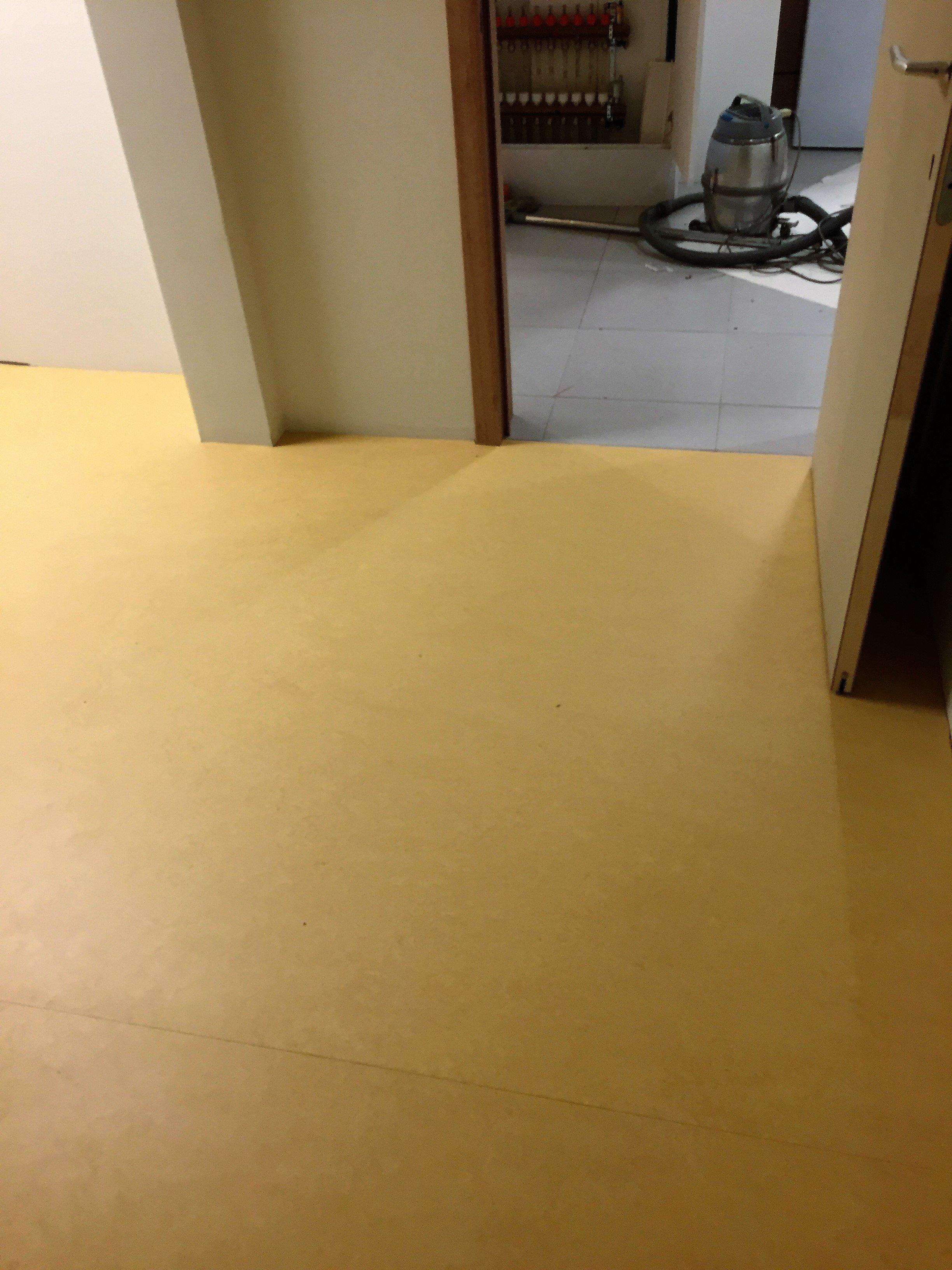 linoléum en 2.5m/m d'épaisseur , Pose d'un lino dans un milieu médical (produits sains et naturel) | Walter Tiegel à Gembloux