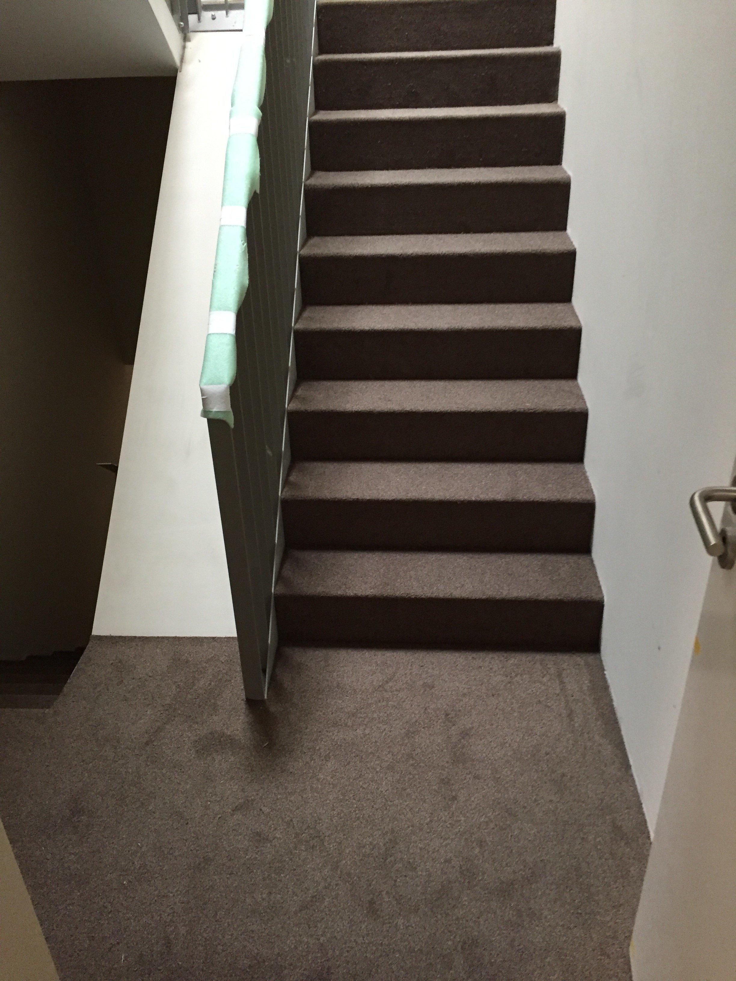 Pose escalier , pose d'une moquette à usage intensif dans commun immeuble à étage | Moquette - revêtement de sol Walter Tiegel